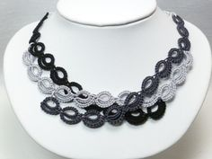 Tatted modern lace necklace with Sterling  Harmony di SnappyTatter