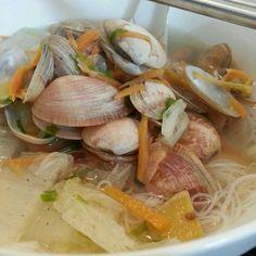 Clams rice noddle soup