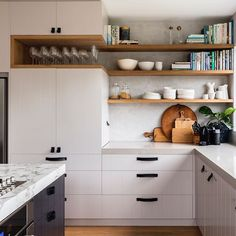 Cheap Small Kitchen Remodel Ideas - Page 5 of 33 Home Interior, Kitchen Interior, New Kitchen, Kitchen Dining, Interior Design, Awesome Kitchen, Kitchen Shelves, Kitchen Cabinets, Timber Shelves