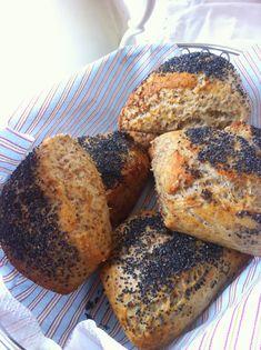 vanløsekøkken: Koldhævede morgenboller med birkes Bread Recipes, Cooking Recipes, Good Food, Yummy Food, Food Crush, Bread Bun, Cafe Food, Healthy Baking, Bread Baking