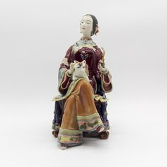 Resultado de imagem para Escultura em Porcelana Imperatriz chinesa com flor de lotus