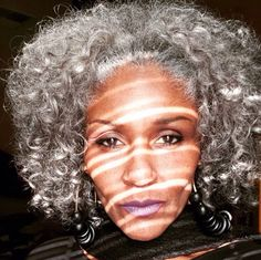 Natural Hair Tips, Natural Hair Styles, Natural Afro Hairstyles, Gray Hairstyles, Silver Haired Beauties, Grey Hair Inspiration, Natural Hair Moisturizer, Silver Grey Hair, Beautiful Old Woman
