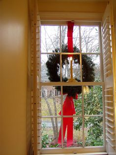 easy way to hang outside wreath without ladder from the inside christmas window decorations