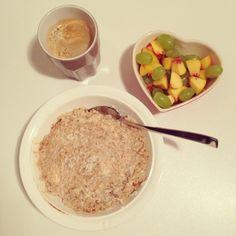 Breakfast eat clean healthy gesund yummy Haferbrei oat meal Vollkornhafeflocken