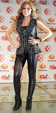 Shiny Leggings, Leather Leggings, Beyonce, Alexandra Daddario, Famous Women, Leather Fashion, Pretty Woman, Good Music, Singer