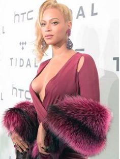 Queen Beyonce Tit Ass and Cameltoe of the Day  GLOBAL NEWS.Queen Beyonce Tit Ass and Cameltoe of the Day    People were excited by the dress that Beyonce woreyou know like she was J.LO at that award show with her tits spilling out many fucking years agowhen tits spilling out of dresses were more of a shocking thingand less of a common practice from anyone with tits trying to get noticed despite their whole bullshit campaign about being an independent proud women she clearly doenst embrace…