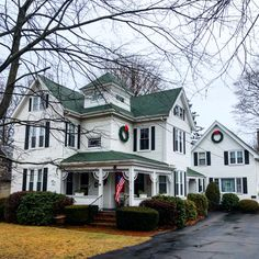Edward Williams House // 1889 // Queen Anne // Is it Christmas again yet? I definitely have a Christmas hangover today. Old Farm Houses, Vintage Houses, Victorian Architecture, Historic Architecture, Different House Styles, Homestead House, I Love House, Unusual Homes, Second Empire