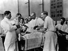 medical advances world war 1 - this is a picture of doctors in the world war one hospital doing a surgery