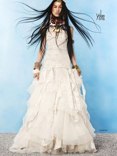 This wedding dress is FIERCE - Yolan Cris 2012