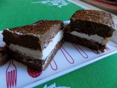Řezy míša bez mouky Troubu rozehřejeme na 190 stupňů. Na plech dáme pečící papír, který malinko potřeme olejem. Vyšleháme zvlášť žloutky se 2 lžícemi medu do pěny,... Gluten Free Baking, Dessert Recipes, Desserts, Tiramisu, Low Carb, Homemade, Healthy, Ethnic Recipes, Sweet