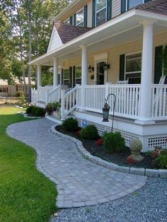 Cheap Landscaping Ideas for Front Yard You'll Fall in Love With 06 Cheap Landscaping Ideas For Front Yard, Front Walkway Landscaping, Front Porch Landscape, Farmhouse Landscaping, Patio Ideas, Garden Ideas, Porch Ideas, Balcony Ideas, Landscaping Tips