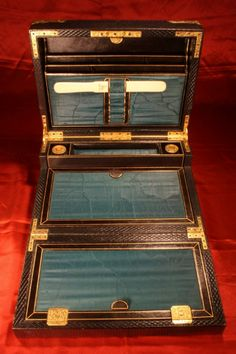 EXCEPTIONAL VICTORIAN THREE-TIER WRITING BOX BY HURST - For Sale - An exceptional later 19th century Victorian three-tier leather and gilt brass-bound writing box by HT Hurst & Co