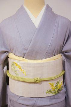 遠くにお住まいの方も安心してご利用頂ける 銀座きもの青木 のインターネットショップです。状態の良いリユースの着物や帯を中心に、日本各地に残る手技を極めた逸品・染織界で活躍する作家作品から、お稽古などに気軽にお召し頂けるお品まで、幅広い品揃えで皆さまのご利用をお待ちいたしております。