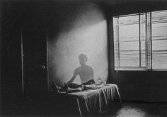 Duane Michals is an American photographer. Michals's work uses photo-sequences and double exposures to convey messages Narrative Photography, Dark Photography, Sadness Photography, Sequence Photography, Photography Portraits, Conceptual Photography, Famous Photographers, Street Photographers, Multiple Exposure
