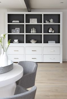 Beautifull big cupboard for storing all those books and other pretty stuff. Living Room Grey, Home Living Room, Interior Modern, Interior Design, Home Decor Accessories, Home Decor Inspiration, Shelving, Diy Home Decor, Furniture