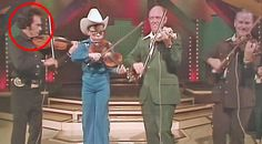 We all know Merle Haggard's talent knows no bounds, but did y'all know he can play the fiddle? Best Country Music, Country Music Lyrics, Country Music Videos, Country Songs, Outlaw Country, Bluegrass Music, Rare Videos, Famous Singers, Film Music Books