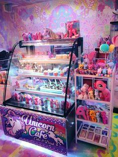 I like unicorn cafe 🦄🌈 Unicorn Cafe, Unicorn Rooms, Unicorn Bedroom, Baby Unicorn, Unicorn Gifts, Unicorn Dress, Milk Shakes, Jasmin Party, Pompe A Essence