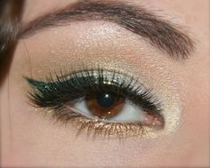 Holiday gold and green cat eye using BFTE and MAC cosmetics-- Oh my gosh I must attempt this! Gold Eyeliner, Eyeliner Looks, Eyeshadow Looks, Beauty Art, Beauty Makeup, Eye Makeup, Hair Makeup, Types Of Makeup Looks, Cool Makeup Looks