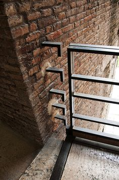 Clever Carlo Scarpa - not a detail left to chance, always an opportunity for design but somehow the work still seems effortless and natural. Carlo Scarpa, Architecture Design, Landscape Architecture, Canopy Architecture, Ancient Architecture, Sustainable Architecture, Stair Handrail, Railings, Sendai