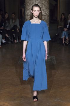 Emilia Wickstead Fall 2017 Ready-to-Wear Collection Photos - Vogue Fashion Week, Fashion 2017, Runway Fashion, Womens Fashion, Vogue Russia, Fashion Show Collection, Vogue Paris, Mannequins, Beautiful Outfits