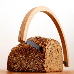 Kein Kochrezept, dafür eine Idee, wie man Brot stilvoll abschneiden kann.
