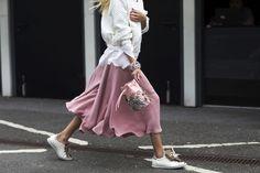 Streetwear Rules at Berlin Fashion Week Spring 2017 - -Wmag German Street Fashion, Cool Street Fashion, Berlin Fashion, Street Style 2017, Street Style Looks, Ootd Chic, Streetwear, Full Skirts, Foto Instagram