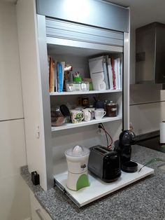 Armário pra esconder coisas de escritório na cozinha Building Kitchen Cabinets, Steel Kitchen Cabinets, Garage Storage Cabinets, Kitchen Appliances, Kitchen Corner, Kitchen Redo, Kitchen Living, Kitchen Appliance Storage, Kitchen Organisation