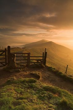 Peak District at Dawn (Derbyshire, UK) by Geoff Simpson Visionwild, via Flickr