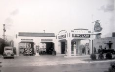Sinclair gas station Visit Savannah, Ho Scale Trains, Old Gas Stations, Old City, Buildings, Garage, Advertising, Street View, Logos