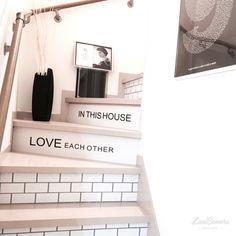 YukIさんの、壁/天井,ダイソー,ポスター,ウォールステッカー,マスキングテープ,ニトリ,白黒,モノトーン,ホワイトインテリア,mt CASA,MONOTONE,壁紙屋本舗,自作ポスター,mon・o・tone,サブウェイタイル風壁紙,のお部屋写真 Door Entryway, Love Each Other, My Room, Kitchen Decor, Diy And Crafts, House Plans, How To Plan, Interior, Nitori