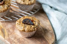 Fig breakfast muffins made with fruit and honey! #healthybreakfast #healthymuffins #figrecipes #driedfigrecipes Figs Breakfast, Breakfast Muffins, Muffin Recipes, Brunch Recipes, Breakfast Recipes, Dried Fig Recipes, Oat Bran Muffins, Muffin Cups, Healthy Muffins