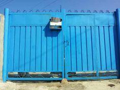 파란색 대문