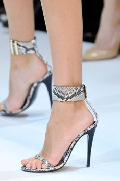 Guy Laroche Spring 2014. Of course, these ankle straps would not do miracles for my calves, but aren't they lovely?