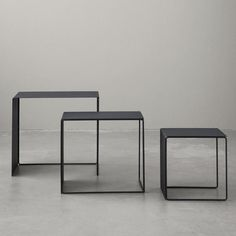 ferm LIVING's furniture collection is created in the Danish design tradition and consists of tables, sofas, and chairs created for daily life. Living Furniture, Table Furniture, Modern Furniture, Home Furniture, Modern Minimalist Living Room, Minimalist Design, Straight Line Designs, Straight Lines, Cluster