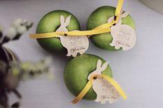 Green apples! A Simply Elegant Singapore Wedding: Elgin and Kai
