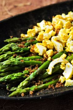 This recipe is from Florence Fabricant and takes 30 minutes. Tell us what you lose . This recipe is from Florence Fabricant and takes 30 minutes. Tell us what you lose . Pan Seared Asparagus, Asparagus Recipe, Easter Recipes, Egg Recipes, Cooking Recipes, Salad Recipes, Fresco, How To Make Eggs, Special Recipes