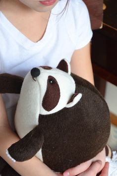 Raccoon Softie Tutorial and free downloadable templates. This raccoon is beyond cute❤️❤️❤️ thanks so for sharing xox  ☆ ★ https://www.pinterest.com/peacefuldoves/