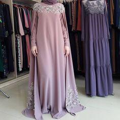 Платье-кейп расшитое по груди и подолу. 13000р
