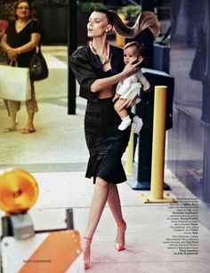 A chic mother in Un Bout.