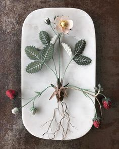 Ann Wood @ Woodlucker ( - Wild strawberry in paper Crepe Paper Flowers Tutorial, Paper Flowers Craft, Flower Crafts, Flower Structure, Mushroom Crafts, Origami, Ann Wood, First Anniversary Gifts, Wild Strawberries