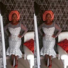 Asoebi style look...dress by @deejahrabiu #gele #tradlook #instapic #owanbelook #sugarweddings #picoftheday