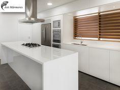 Cozinha em Nanoglass Extra  Pia e Ilha  #kitchen #cozinha #nanoglass #premiumstone #astimarmores #arquitetura #designer #parceria #finoacabamento #perfect