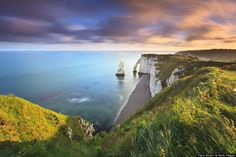 Étretat, France Is Probably The Closest Thing To A Screensaver We've Ever Seen