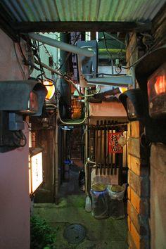 Nonbei Yokocho (Drinkers Alley), Shibuya Tokyo. 渋谷のんべい横丁 Photo by UENO Takeshi 上野タケシ #Japan