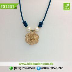 Gargantilla en piel con perlas cultivadas  RD $350 pesos
