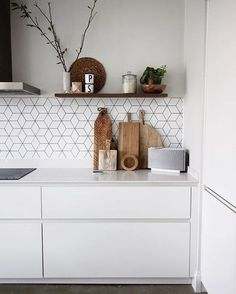 35 Gorgeous Modern Kitchen Design Ideas You'll Want to Steal – Page 11 of 35 Looking for beautiful modern kitchen ideas for your kitchen designs or kitchen remodel? Here are some gorgeous modern kitchen examples for your inspiration. Scandinavian Kitchen, Kitchen Flooring, Interior, Kitchen Design Trends, Scandinavian Kitchen Design, Contemporary Kitchen, Kitchen Layout, Kitchen Tiles Backsplash, Kitchen Style