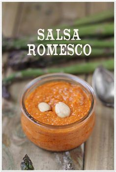 Verduras gratinadas y salsa romesco {by Paula, Con las Zarpas en la Masa} Tapas, Barbacoa, Chutney, Sauce Salsa, Mexican Food Recipes, Vegan Recipes, Spanish Recipes, Pub Food, Dehydrated Food