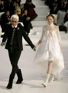 Take a look back at the supermodels turned brides who Karl Lagerfeld chose to close the Chanel Couture shows, from Linda Evangelista to Lily-Rose Depp, here. Chanel Fashion, Couture Fashion, Runway Fashion, Fashion Show, Fashion Design, London Fashion, Chanel Couture, Chanel Runway, Karl Lagerfeld