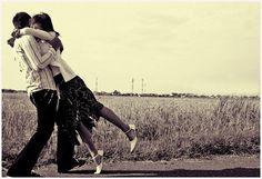 Anche se il modo più bello di vivere qualsiasi momento insieme amici è il contatto diretto...con l'avvento e la grande evoluzione della tecnologia ci sono ormai un sacco di modi per condividere le esperienze e le emozioni che giornalmente viviamo...