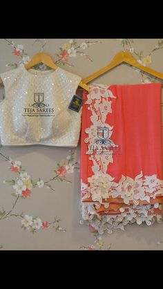 Love the text on the blouse Sari Blouse Designs, Saree Blouse Patterns, Designer Blouse Patterns, Fancy Sarees, Party Wear Sarees, Beautiful Blouses, Beautiful Saree, Stylish Blouse Design, Sari Dress